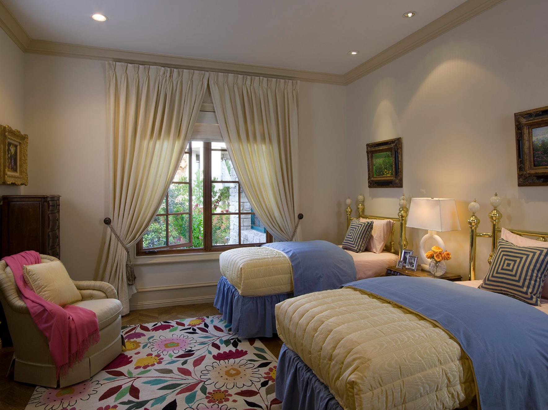 Traditional Home Girls Bedroom Floral Rug