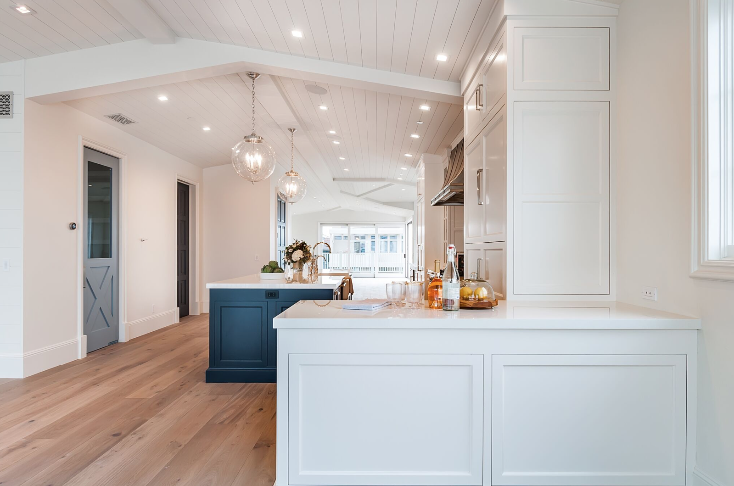Modern Coastal Farmhouse Kitchen