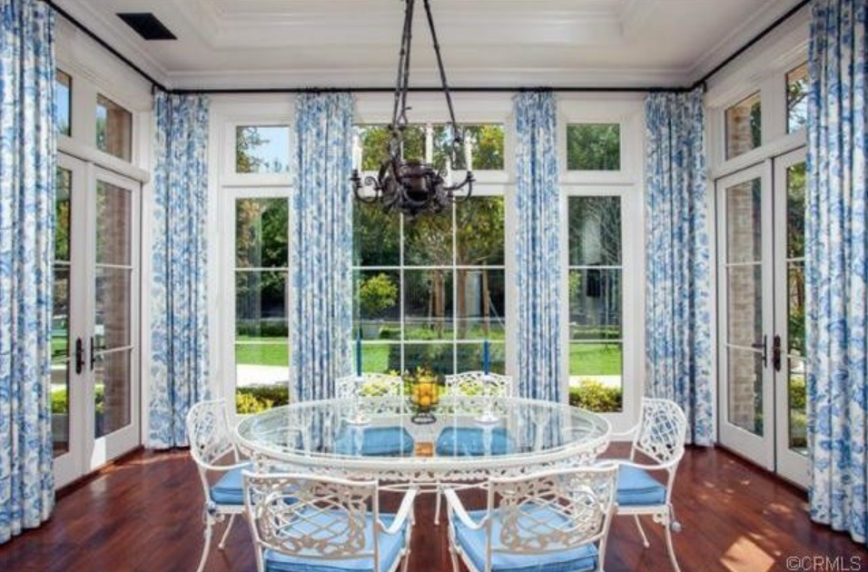 25 Dining Room Decorating Ideas With Photos to Fill You With Design Envy